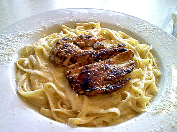Dinos Grill Fettucinni Alfredo with chicken